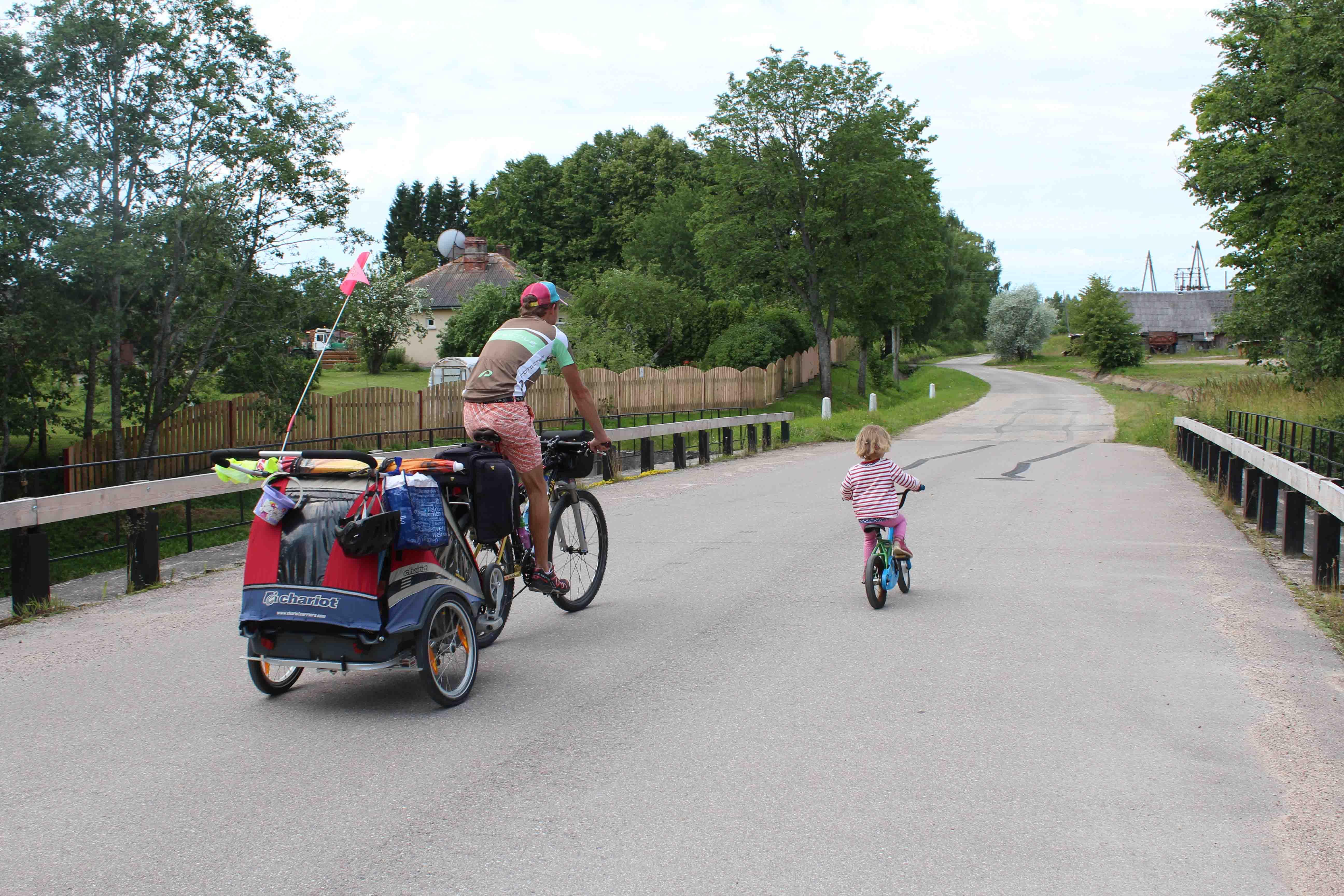 Radreise Familie Ausrüstung - Unsere Stories und Tipps. Begleite uns und unsere 3 Kinder auf unseren Reisen mit Fahrrad und Zelt! 8 Monate Süd-Ost Europa...