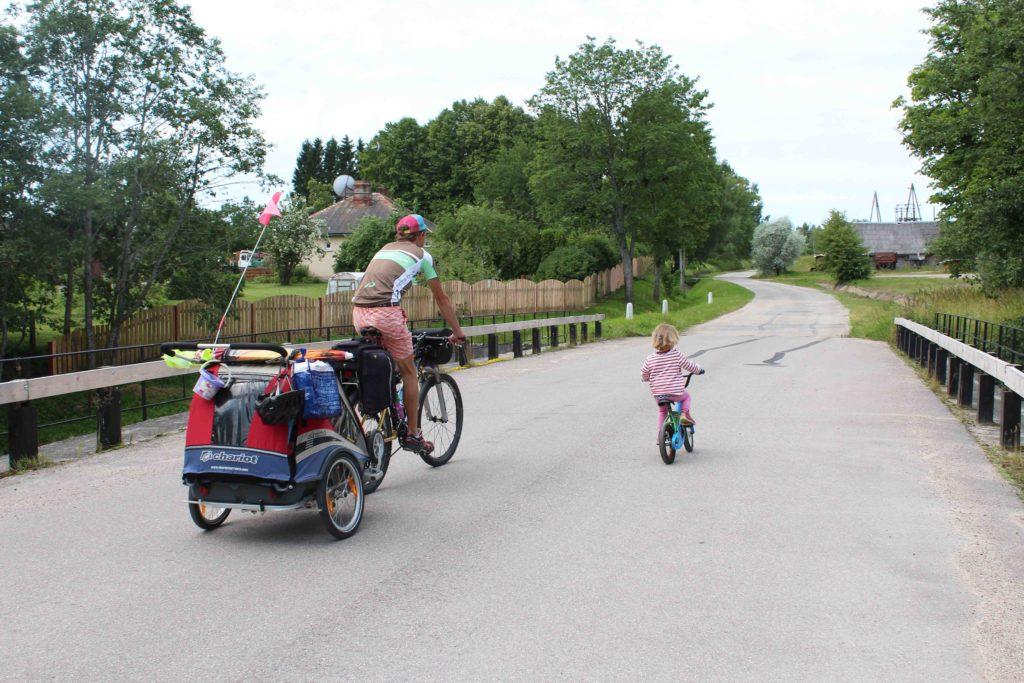 radreisen mit kindern fahrradanhänger
