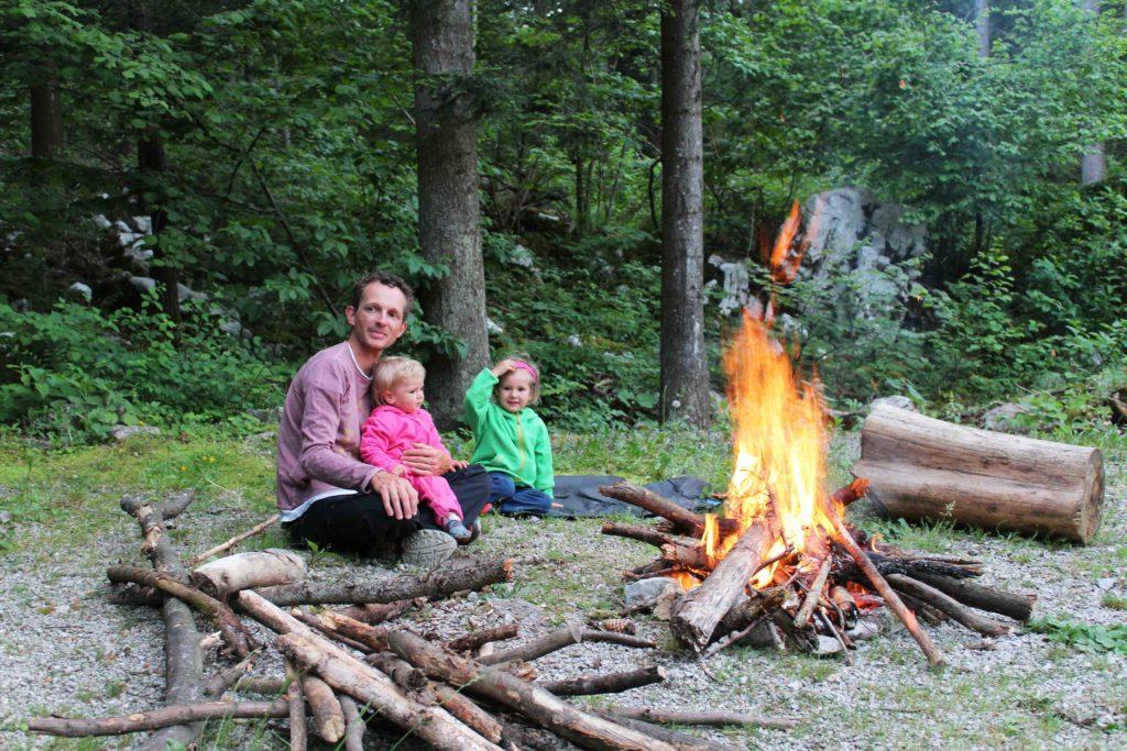 radreisen mit kindern lagerfeuer
