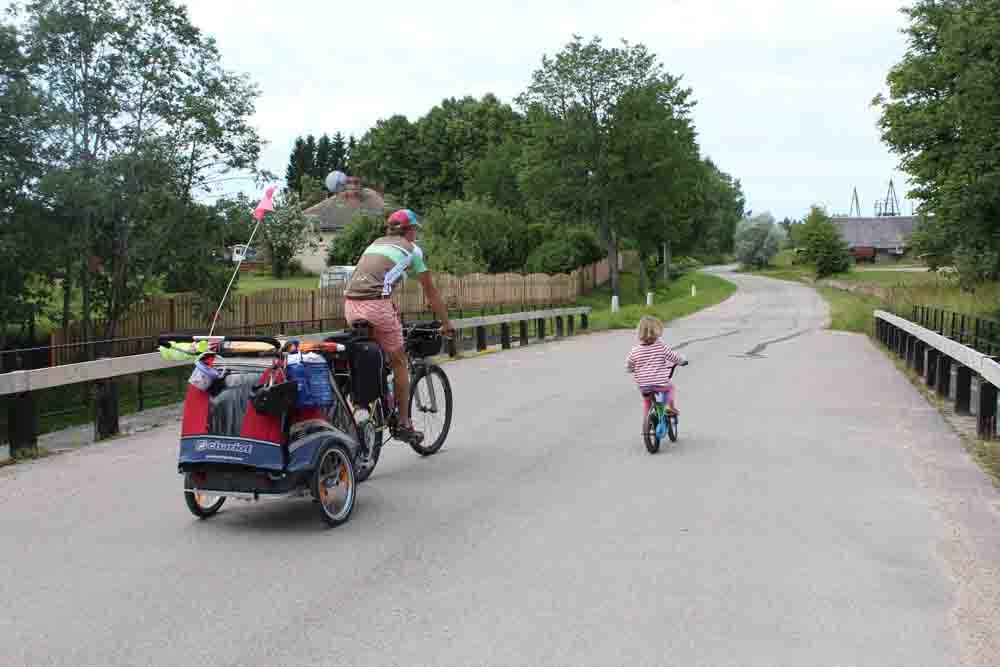 Kinder Radreisen Europa Baltikum Hier erfährst Du alles über Ausrüstung & Tricks für das Radreisen mit Kindern, Zelt & Anhänger. Unsere Stories über 8 Monate Europa