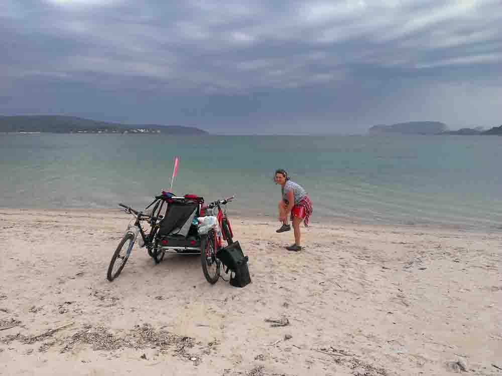 Kinder Radreisen Europa Sardinien - Hier erfährst Du alles über Ausrüstung & Tricks für das Radreisen mit Kindern, Zelt & Anhänger. Unsere Stories über 8 Monate Europa