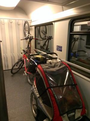 Der Knoten ist gelöst und Abenteuer Bahn fahren - Fahrradreise mit Kindern | Europareise im Baltikum, Kroatien, Slowenien, Oesterreich - Camping und Kinder