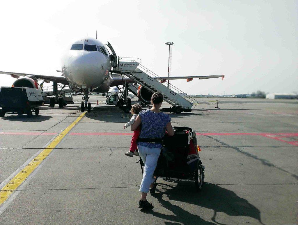 radreisen mit kinder flugzeug