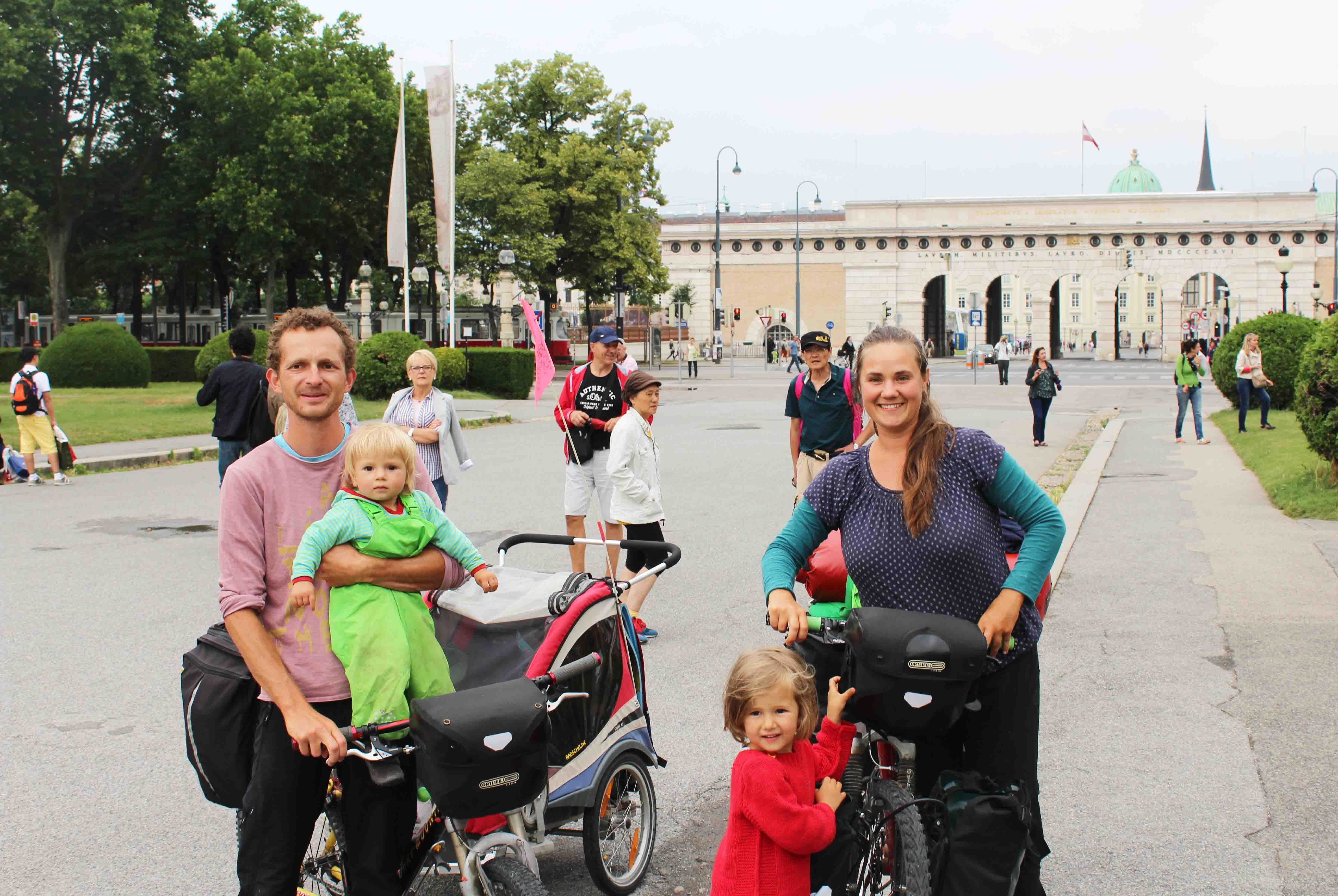 Familienreise Radreise Kinder radreise mit kinder fahrrad und zelt. Wir auch! Begleite uns und unsere 3 Kinder auf unseren Reisen mit Fahrrad und Zelt. 8 Monate Süd-Ost Europa