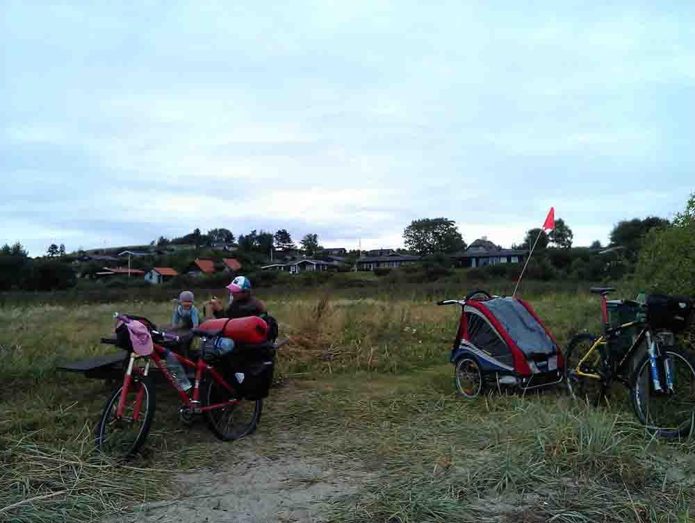 Kinder Radreisen Europa Dänemark Hier erfährst Du alles über Ausrüstung & Tricks für das Radreisen mit Kindern, Zelt & Anhänger. Unsere Stories über 8 Monate Europa
